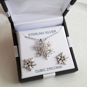 STERLING SILVER SPARKLING SNOWFLAKE & EARRING SET